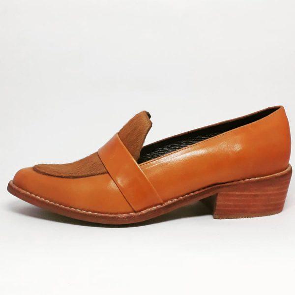 zapato de cuero camel