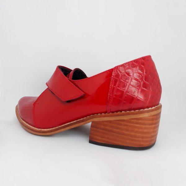 zapato de cuero rojo croco