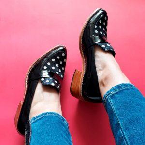 zapato de cuero lunares